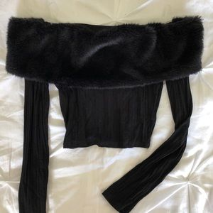 Tops - Off shoulder crop top with faux fur